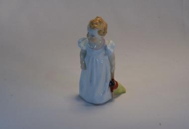 """купить фарфор, статуэтка фарфоровая девочка с куклой, Конрад Хентшел (Konrad Hentschel), Мейсен, девочка с куклой, серия """"Дети Хентшеля"""" (Hentschel Kind)"""