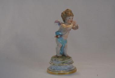 купить фарфор, статуэтка фарфоровая амур делающий носик, Генрих Швабе (Heinrich Schwabe), Мейсен  (Meissen), путти с носиком