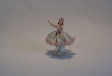 купить фарфор, кружевной фарфор, фарфоровая статуэтка балерина, барышня, дрездеская фарфоровая мануфактура, дрезденский фарфор купить   (Dresden), Германия
