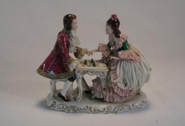 купить фарфор, пара фарфоровая, игра в шахматы, кавалер и барышня, галантная пара фарфоровая, фарфор Германия Альтесте Фольксштедт (Aelteste Volkstedt)