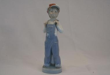 купить фарфоровую фигуру, фигура фарфоровая мальчик в кепке,  мальчик в клетчатой кепке,Фрациско Катала (Francisco Catalа),  Ладро  (Lladro)