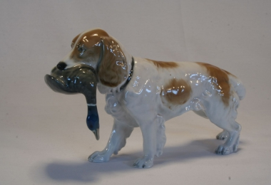 купить фарфор, статуэтка фарфоровая спаниель с уткой, фарфоровая фигура охотничья собака с уткой,  собака с уткой, спаниель, Германия, Теодор Кернер (Theodor Kаerner), Розенталь (Rosenthal)