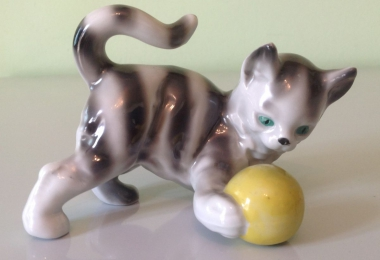 купить фарфор, котенок фарфоровый,  котенок с мячом, фарфор Германия, Графенталь (Grafenthal Porzellan), играющий котенок