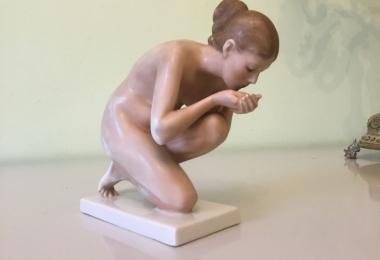 купить фарфор, купить статуэтку  фарфоровую пьющая, Эрнст Венк, Ernst Wenck,  Розенталь (Rosenthal), фарфор Розенталь, девушка пьщая воду Розенталь