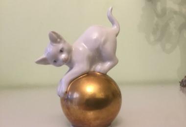 купить фарфоровую статуэтку, котёнок  фарфор, статуэтка фарфоровая котёнок на шаре, котик на шаре,  котенок на шаре, котунок на шаре,   фарфор,   Франц Наги , Franz Nagy ,   Розенталь , Rosenthal