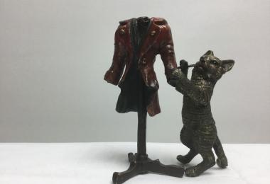 Фабрика Бергмана, бронза венская, литье бронзовое, кот, кот с кафтаном, кот-портной, новый наряд кота,  кошка, кот,  котёнок , кот бронза, кот бронза