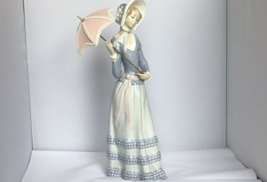 купить фарфоровую фигурку, статуэтка фарфоровая дама с зонтиком, фигурка девушка с зонтиком, дама с зонтиком, леди с зонтиком фарфор, Лладро,  Ладро  (Lladro)