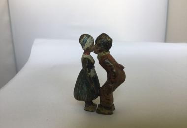 Статуэтка тайный поцелуй фабрика бергмана, бронза венская, статуэтка бронзовая, венка, венка миниатюра, целующиеся детки, бронза поцелуй.