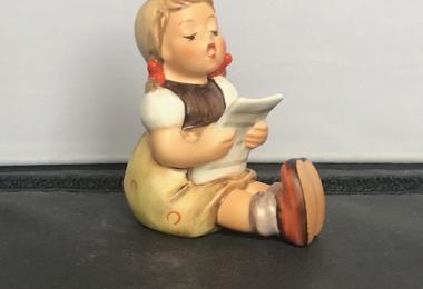 Купить фарфоровую статуэтку,  купить фарфоровую статуэтку поющая девочка, Гебель, hummel club,  Hummel от Goebel, Hummel, Хуммель,  Goebel, Гебель,  Maedchen beim singen ,  Maedchen beim singen  Hummel,  Maedchen beim singen Goebel, Поющая девочка.