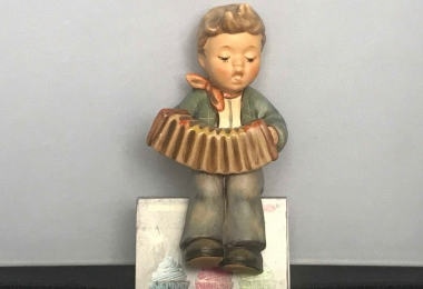 Купить фарфоровую статуэтку,  купить фарфоровую статуэтку, Гебель, hummel club,  Hummel от Goebel, Hummel, Хуммель,  Goebel, Гебель,Uebungsstunde  ,Uebungsstunde  Hummel,  Uebungsstunde Goebel, Репетиция, мальчик с аккордеоном Хуммель, мальчик с гармошкой