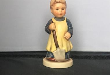 Купить фарфоровую статуэтку,  купить фарфоровую статуэтку, Гебель 727, hummel club,  Hummel от Goebel, Hummel 727, Хуммель,  Goebel, Гебель, Muss noch umgraben , Muss noch umgraben  Hummel,  Muss noch umgraben Goebel, надо еще копать, мальчик с лопатой Ху