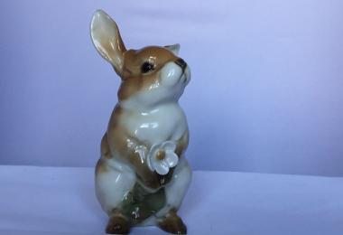 купить фарфоровую статуэтку заяц, статуэтка фарфоровая заяц, заяц фарфор, Хутченройтер, Hutschenreuther, заяц с цветком, кролик фарфор
