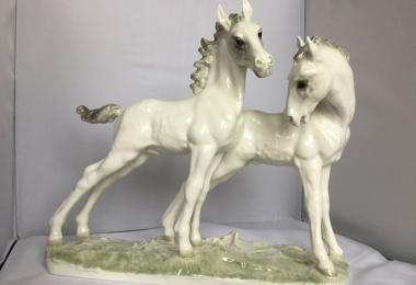 купить фарфоровую статуэтку пара лошадей, статуэтка фарфоровая лошадь, лошадь фарфоровая, жеребёнок фарфор Хутченройтер, жеребята Hutschenreuther, Карл Туттер, Karl Tutter,  жеребенок, пара лошадей фарфор