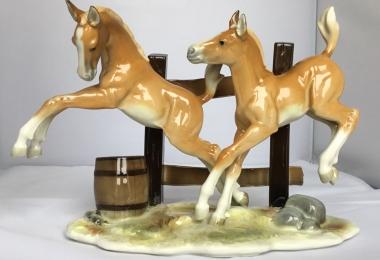 купить фарфоровую статуэтку жеребята , статуэтка фарфоровая два жеребёнка, лошадки  фарфор,  жеребёнок фарфор Хутченройтер, лошади Hutschenreuther, G.Granget.