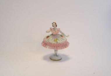 купить фарфор, кружевной фарфор, фарфоровая статуэтка балерина, кружевница,  барышня, Альтесте Фольксштедт (Aelteste Volkstedt) купить
