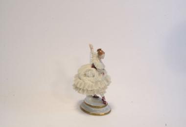 купить фарфор, кружевной фарфор, фарфоровая статуэтка балерина, барышня, Альтесте Фольксштедт (Aelteste Volkstedt) купить