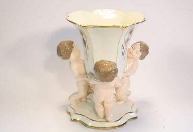 купить фарфор, ваза фарфоровая, ваза из  фарфора с путтами, ваза Чехия Роял Дукс (Royal Dux)
