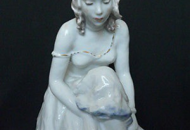 купить фарфор, статуэтка балерина, танцовщица фарфоровая, балерина, завязывающая туфельку фарфоровая, Лора Фридрих-Гронау ( Lora Friedrich-Gronau) , Розенталь (Rosenthal)