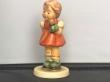 Купить фарфоровую статуэтку,  купить фарфоровую статуэтку, Гебель, hummel club,  Hummel от Goebel, Hummel Девочка с куклой,  Kasperle ist da , Хуммель,  Goebel, Гебель, M aedchen mit Puppe  ,M aedchen mit Puppe  Hummel,  M aedchen mit Puppe Goebel,  Девоч